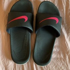EUC Nike sandals size 8.5:9 size is missing
